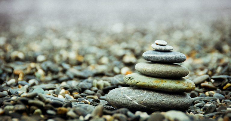 河原に積まれた石