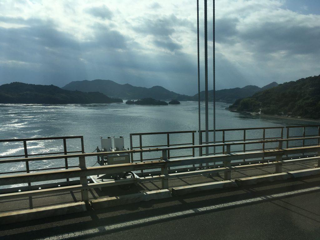 バスからの瀬戸内海を見る